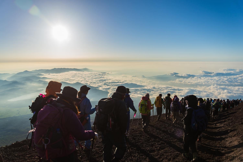 初めて富士山を登る時の持ち物・装備について必要なアイテム紹介まとめ